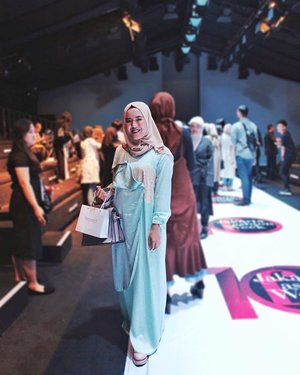 I wore this feminine dress for #JFWDay2 #WardahColorEuphoria Fashion show..I love all the Charming, Youthful, Magnetic, and Kind creation from 4 awesome designers💙.Thankyou @wardahbeauty and @lazada_id for the opportunity ✨.#WardahforJFW #WardahXLazada  #JakartaFashionWeek #JFW2018 #ClozetteID #OOTD #iwearzarrahpanoet