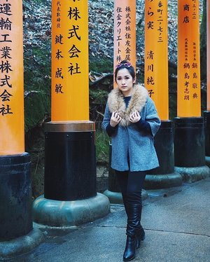 A short trip to Fushimi Inari Shrine.  _ _ #clozetteid #winterootd #kyoto #kyotojapan #winterholiday #winterfashion #ootdindonesia #lookbook #lookbookindonesia #fushimiinari #fushimiinaritaishashrine