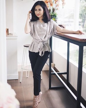Non-boring work outfits ideas.  _ _  Top from @sensebylouisa  And everyone favorite shoes at the moment from @couture.dujour  _ _ #clozetteid #ootdindonesia #ootd #workattire #stevemadden #stevemaddenslithur #lookbook #lookbookindonesia