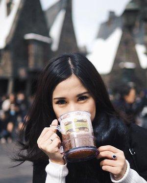I can drink butter beer everyday, super tasty! __#universalstudiojapan #thewizardingworldofharrypotter #japanholiday #butterbeer #clozetteid #clozetteambassador #whattodoinjapan #universalstudios #japantrip