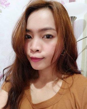 Nyobain lipstick baru, kado ultah dari kesayangan @aulliasha 💜  Shu Uemura Rouge Unlimited Lipstick lupa shade berapa, ini yg shinny. Cakep banget, merahnya agak pink gitu.  Selamat malam mingguan #Dirumahaja  #ClozetteID #beauty #selca #selfie #makeup #fotd #blogger #beautyblogger #love #shuuemura