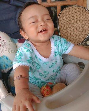 Happy baby 😘😘Kemarin habis imunisasi campak, ga nyangka kan si boy udah #9monthsoldTiap imunisasi enggak pernah rewel apalagi panas, anak pinter! 😍#clozetteID #mommylife