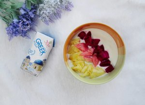 Diet adalah gaya hidup sehat. Rahasia awet muda dan panjang umur orang Yunani ternyata ada di gaya hidup mereka lho. Salah satunya dengan mengkonsumsi greek yogurt. Aku sudah menerapkan konsumsi @heavenlyblushyogurt greek yogurt sehari-hari setiap pagi untuk menjaga kesehatan jantung dan kolesterol. ^^ Baca lengkapnya di blog aku ya :) http://www.mybeautypinastika.com/2018/04/berteman-dengan-heavenly-blush-greek.html  #HeavenlyBlushGreekSecret #HeavenlyBlush #GreekYogurt #cchannelid #Clozetteid #beauty #diet #healthy #food