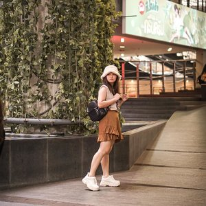 Lost in bangkok 💖.....#bangkokthailand #kathliday #lookbookindonesia #beautyguru #beautyvlogger #beautyblogger #clozetteid #bloggerstyle #fashionblogger #fashionstylea #fashionindo #indonesianbeautyblogger #indonesian_blogger #indonesiabeautyblogger #youtubeasia #youtuberindonesia #clozetteambassador