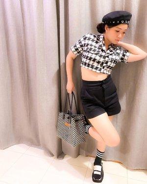 Weekend ❤️❤️Black n white with @tteun_bag @byeol.thebrand#newnormal #lookbookindonesia #beautyguru #beautyvlogger #beautyblogger #clozetteid #bloggerstyle #fashionblogger #fashionstyle #fashionindo #indonesianbeautyblogger #indonesian_blogger #indonesiabeautyblogger #youtubeasia #youtuberindonesia #clozetteambassador