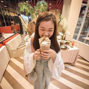 Sweetness = my things!!!Angkat tangan yg sweet tooth kyk kath... Wajib banget cobain new menunya @pancious.id x @glico.wings Jangan dtanya kath udah nyomotin brp banyak ice creamnya glico. Trus dgabung pula d gelas penuh kebahagiaan. Swipe klo mw liat betapa bahagianya kath 😍Raimu @clarestatok btw 🤣👍🏼....#panciousxglicowings #bloggerindonesia #lookbookindonesia #beautyguru #beautyvlogger #beautyblogger #clozetteid #bloggerstyle #fashionblogger #fashionstylea #fashionindo #indonesianbeautyblogger #indonesian_blogger #indonesiabeautyblogger #youtubeasia #youtuberindonesia #clozetteambassador