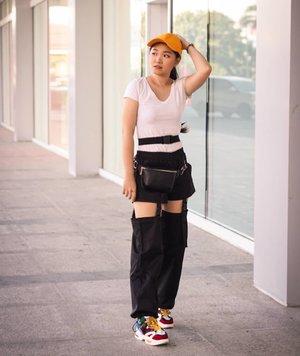Yeay hi yeaay he yeeyy!!!Blackpink in your area!! 😎Wwuihhh clana nya bikin blackpink vibes bgt lo yaa!! Ngaku sapa pingin clananya? Double tab ntar tw kath beli dmn 😍😍😍....#bloggerindonesia #lookbookindonesia #beautyguru #beautyvlogger #beautyblogger #clozetteid #bloggerstyle #fashionblogger #fashionstylea #fashionindo #indonesianbeautyblogger #indonesian_blogger #indonesiabeautyblogger #youtubeasia #youtuberindonesia #clozetteambassador #menupuasa #ngabuburit