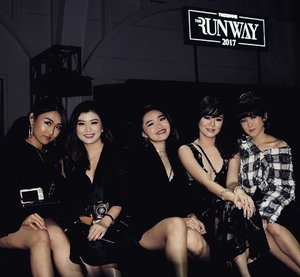 Girlies night!So who's the winner for @tresemmeid runway 2017?Watch the runway with these GURLS ❤️#RunwayReadyHair#TREsemmeRunway#cottoninkxtresemme#tresemmesquad#runwayreadyhair