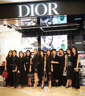 Congratulation for re Opening @diormakeup at @pakuwonmallsby #diormakeup skrg bahkan lebih lengkap lagi!!! So happy!!!Pose @wulanwu yg kekinian bgt!! Bis gini pasti Heitz!! Pose tlp ayank @adrian.anwar 👍🏻👍🏻🤣🤣👍🏻👍🏻....#bloggerindonesia #lookbookindonesia #beautyguru #beautyvlogger #beautyblogger #clozetteid #bloggerstyle #fashionblogger #fashionstylea #fashionindo #indonesianbeautyblogger #indonesian_blogger #indonesiabeautyblogger #youtubeasia #youtuberindonesia #clozetteambassador #beautyindonesia #indobeautygram#stylehaul #cgstreetstyle #ggreptrend #ggrep