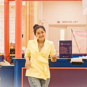 Hati2 kepengen!!!Kalau kepengen?? Y uda buruan ke grand city di stand @cortica.id mumpung lagi ada @hatihatikepengen Anis ngerjain pegawainya @luckyluck23 buat motoin 😝😝....#bloggerindonesia #lookbookindonesia #beautyguru #beautyvlogger #beautyblogger #clozetteid #bloggerstyle #fashionblogger #fashionstylea #fashionindo #indonesianbeautyblogger #indonesian_blogger #indonesiabeautyblogger #youtubeasia #youtuberindonesia #clozetteambassador