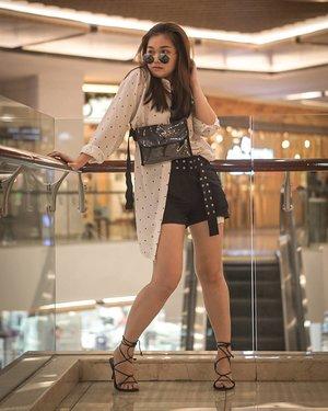 Lirikan panas 🔥🔥💥💥🔥🔥Bag by @vsymbol 📸 @clarestatok....#trypomelo #pomelofashion #pomeloindonesia #lookbookindonesia #beautyguru #beautyvlogger #beautyblogger #clozetteid #bloggerstyle #fashionblogger #fashionstylea #fashionindo #indonesianbeautyblogger #indonesian_blogger #indonesiabeautyblogger #youtubeasia #youtuberindonesia #clozetteambassador