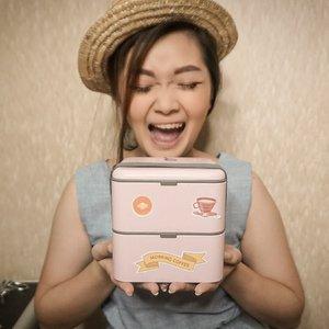 My lunch box from @luxcrime_id Make me so damn happy!!! 💕Kalian makan siang apa ni hari in?? Apa lipstick jg kayak kath? 😝#newnormal #lookbookindonesia #beautyguru #beautyvlogger #beautyblogger #clozetteid #bloggerstyle #fashionblogger #fashionstylea #fashionindo #indonesianbeautyblogger #indonesian_blogger #indonesiabeautyblogger #youtubeasia #youtuberindonesia #clozetteambassador