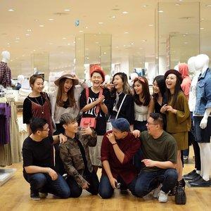So much FUN and LAUGH at preview opening UnIQLo pakuwon mall yesterday 😍😍 #ngakakkugakadayangkalemcuy #uniqloindonesia #uniqlosurabaya #uniqlolifewear . . . #bloggerindonesia #lookbookindonesia #beautyguru #beautyvlogger #beautyblogger #clozetteid #bloggerstyle #fashionblogger #fashionstyle #fashionindo #indonesianbeautyblogger #indonesian_blogger #indonesiabeautyblogger #youtubeasia #youtuberindonesia #clozetteambassador #beautyindonesia #indobeautygram#stylehaul #cgstreetstyle #ggreptrend #ggrep #ootd