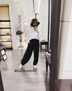 @rococostore 🎩  #rococostore  #sotd  #monochromefashion  #vscofashion  #colehaan  #blackandwhitestyle  #clozetteid
