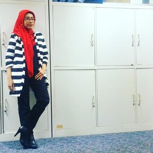 The two sides of me#monochrome feat #vibrantcolors Thanks to @hi.callista #blackandwhite #stripes collection :) #ootd #hotd #hijabstyle #hijabfashion #hijabootdindo #hijabers #officestyle #ClozetteID