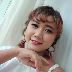 Goede Morgen ☀️ Uda Hari senin ya. Cepet banget... Yang uda mulai kerja di Kantor.  Tetap semangat ya!!. Oh ya.. Ada video tutorial makeup ini di youtube ku.  Link in my bio.  #makeup #makeupideas  #mua #makeupartistsworldwide  #wakeupandmakeup #beautybloggerindonesia #indonesiabeautyblogger #clozetteid #redlips #tampilcantik  #undiscovered_muas #shorthairstyle