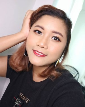 Happy Sunday.  Have you watched my new vlog.  Kindly check to see the tutorial.  Link in Bio 😘  Product I used: @hatomugi.id skin conditioning gel @somethincofficial cushion in coco @pixycosmetics two way cake in sand beige @fentybeauty sun stalk'r in caramel cutie @focallure eyebrow  Aikimuse eyeshadow palette in Cat @holikaholika_indonesia eyeshadow glitter @eminacosmetics  cheeklit pressed blush in sugar cane and glossy lip stain in apple shower  @catrice.cosmetics high glow mineral highlighting powder in 010 light infusion.  #makeup #makeupideas  #mua #makeupartistsworldwide  #wakeupandmakeup #beautybloggerindonesia #indonesiabeautyblogger #clozetteid #redlips #tampilcantik  #undiscovered_muas