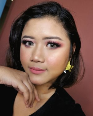 Plying with my new eyeshadow palette from @natashadenona  tutorial coming soon~  #makeup #makeupartist #makeupartistdoha  #dohamakeup #dohamakeupartist #makeupartistworldwide #wakeupandmakeup #undiscoveredmuas_  #qatarmakeupartists  #indonesianmakeupartist #indobeautygram #weddingjakarta #tampilcantik #muajkt #glam #glambeauty #clozetteid  #makeupbyyanthi