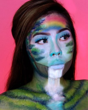 Susah ya ternyata kalo full face painting gini 😖 . . Inspired by @danimaracreative 👑 . . . . . . . . . . . #illusionmakeup #fantasymakeup #creativemakeup #makeup #wakeupandmakeup #makeupillusion #artisticmakeup #colorfulmakeup #facepaint #faceart #beautybloggers #beautybloggerindonesia #makeupart #makeuptransformation #100daysofmakeup #ragamkecantikan #bunnyneedsmakeup #clozetteid #makeupinspo