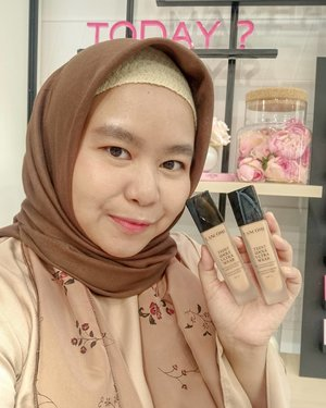 So what makes you happy today? Bisa cobain Teint Idole Ultra Wear dari @lancomeofficial 😍😍😍 .Dengan kelebihan tahan 24 jam full coverage, longwear and juga breatheable. Jadi nyaman dipakai seharian. Bisa touch up abis wudhu pakai versi cushionnya juga hihi. .Anyway ada 15 shades lohhh. Bingung juga pakai shades yang mana. Kalau kalian punya cara ga untuk memilih foundation? .-------.@beautyjournal #lancomeid #makesomeonehappy #makeupismypower #beunstoppable #lancomeidxbeautyjournal  #clozetteid #clozettedaily #makeup #foundation #hijab #hijabdaily #hotd #lancome