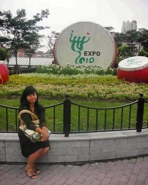 """#throwback to one of my first international experience (apart from living abroad) in college. I was super lucky to be able to attend the 2010 World Expo in China. It has a theme Better City – Better Life (城市,让生活更美好) and it was full of country's pavilion displaying their culture and latest innovation. It was once in a lifetime opportunity!  A short history about the expo, there are two types of world expositions: registered and recognized. The one I attended was a registered expo, which are the most extravagant and most expensive expo that can run up to six months! It is held every five years in different cities across the globe. The last expo was held in Milan in 2015 with the theme """"Feeding the Planet, Energy for Life"""". My fellow IAAS juniors got the chance to visit that one during IAAS World Congress. The next one is in Dubai in 2020 with the theme """"Connecting Minds, Creating the Future"""". This is sooo in my bucketlist (if I have the chance tho hahaha). Who's interested to go to Dubai in 2020? . ------- . #clozette #clozetteid #ootd #throwback #latepost #shanghaitrip2010 #edisidibuangsayang #shanghai #worldexpo #worldexpo2010 #expo2010 #china #sharethemoment #peopleinframe #liveauthentic #livefolkindonesia #livefolk #likesforlikes #likeforlike #like4like #yesiwasthatskinny"""