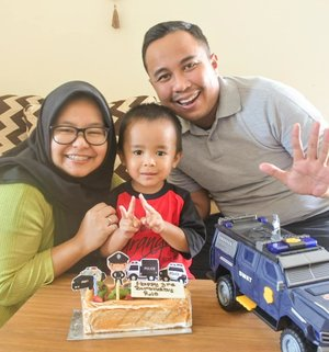 Happy Birthday Satrio ❤️❤️❤️ Ga kerasa udah 3 tahun yaaa Rio hadir menemani Ibu & Bapak. Semoga Rio selalu menjadi anak Bapak & Ibu yang sholeh, baik akhlaknya, pintar, mandiri, bahagia dan bisa bermanfaat untuk nusa, bangsa & dunia. .  Thank you for being an awesome son and human being ❤️ All of our best prayers are with you every step of your way. Love you forever and always 😘❤️ . ------- .  #clozetteid #clozettedaily #family #birthday #satriorpradana #thepradanasfamily #parents #son #thirdbirthday #toddler #toddlerson #birthday #birthdayboy #satrio36mo #mom #familytime