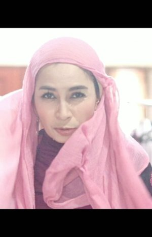 , jadilah video iseng ini.Padahal 7-8 tahun lalu style hijab maWii itu turban. Diajarin pertama kali sama @punyade saat tampil fashion show acara Srikandi Blogger. Tapi udah lupa model2nya..𝘉𝘢𝘴𝘪𝘤 !..#clozetteid #turbanstyle #fashionhijab #hijabstyle #hijabfashion