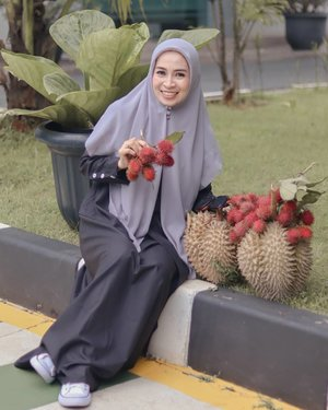 Bingung nih...lagi diminta milih, duren atau rambutan? .DUREN!! 😎..#clozetteid #december #fruitlover #durian #rambutan