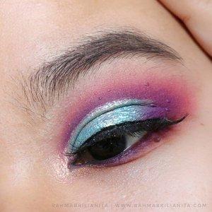 Mainan #MatanyaRahma masih pakai produk itu-itu aja. Karena emang seneng sama produknya, dan ... produk lainnya dah diberesin jadi hak milik orang lain 🙆🏻♀️⠀ ⠀ ⠀ Pertama kali pakai liquid eyeshadow topper, itupun pakai @AltheaKorea Spotlight Eye Glitter. Jadi tertarik icip eyeshadow topper lainnya 🙆🏻♀️⠀ ⠀ ---------------⠀ @Juviasplace Zulu Palette ⠀ @AltheaKorea Spotlight Eye Glitter shade Gold Light⠀ @silkygilr_id Perfect Sharp Matte Eyeliner ⠀ @missha.id 4D Mascara⠀ @indonesia_etudehouse Drawing Eye Brow shade Gray Brown⠀ ⠀ #Clozetteid ⠀ #Clozette⠀