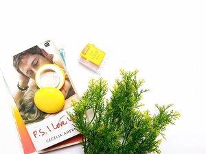Seneng koleksi gincu boleh aja, tapi jangan lupa perawatan bibirnya yak 💋 nih aku punya Zoya Lip Scrub yang kuning Summer, produk baru @zoyacosmetics buat perawatan bibir. Jadi kudu imbang nih, jajan gincu dan jajan produk perawatan bibir. Biar bibirnya sehat, lembab, dan lebih cerah 🌞🌞 . @zoyacosmetics x @beautiesquad  #ZOYAcosmetics #ZOYAlipscrub #ZOYAlipscrubSummer #Beautiesquad  #BeautiesquadXZOYA #clozetteid