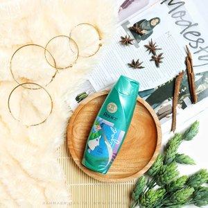Setelah beraktivitas seharian, paling enak shampoo-an pakai produk yang ada mentolnya, yak. Kepala jadi adem dan syeger. 🌬️⠀⠀⠀⠀⠀⠀Shampoo favorite temen-temen apa?⠀⠀⠀⠀⠀⠀#clozette⠀⠀⠀#clozetteid⠀⠀⠀#Rahmabrilianita