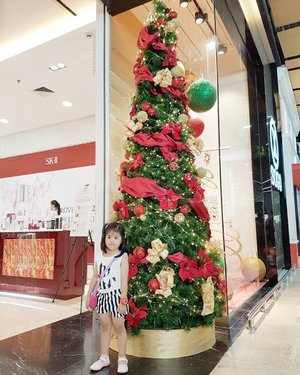 Christmas is coming, are you ready to shopping race? Yesterday I went to mall and saw so many shop have sale season. I can't resist and make a damage on my wallet because I saw buy 2 get 2 for free on Bath and Body Works store 😥. Gosh, God please help me through this month 🤔 #christmastree #shoppingseason #like4like #follow4follow #clozetteid #instabeauty #indonesiablogger #indonesiabeautyblogger #bloggerBDG #bloggerlife #bloggerbandung #bloggerindonesia #beautyblog #beautyblogger #beautybloggers #beautybloggerbandung #beautybloggerindonesia #bblogger #bbloggers #bbloggerslife #BloggerPerempuan #mingxia #kids #baby #babygirl #cutebaby  #cutekids #asianbaby
