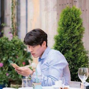 Ada yang tahu ini diambil dari drama apa?Cluenya? Disini Hyun Bin jadi CEO dari sebuah perusahaan investasi dan beradu akting dengan Park Shin-hye, kalau inget endingnya agak nyesek sih.Tapi sebagai K-drama freak saya punya keyakinan kalau kelak akan ada season 2-nya, karena sebelum berakhir Se-joo bilang ada kemungkinan kalau Jin-woo lagi di dungeon yang sempet dipake Se-joo buat sembunyi juga.Ada yang nonton #MemoriesofAlhambra juga? Disini #HyunBin ganteng maksimal deh, kalau di Secret Garden kurus banget #dramakorea #sinopsisdrakor #sinopsisdramakorea #kdrama #ClozetteID