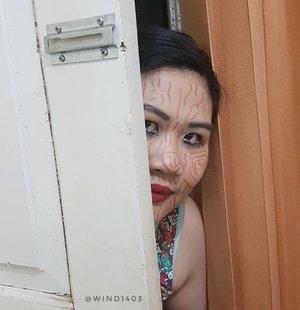 Pada suatu malam, ada ketukan perlahan di pintu depan, siapa yang bertamu malam-malam begini? Tap tap tap kriiekkk perlahan pintu dibuka dan menyembul wajah yang terbuat dari kayu, ternyata mami boneka kayu sedang mencari anak nakal yang belum tidur, padahal waktu sudah menunjukkan pukul 11 malam. Hayo siapakah anak nakal itu? Apakah kamu? 👻 ikutan yuk bikin makeup look untuk halloween @fiarevenian @esybabsy @simplybeautyme . . . . #makeupuccinoxcatrice #ClozetteID #instabeauty #indonesiablogger #indonesiabeautyblogger #bloggerBDG #bloggerlife #bloggerbandung #bloggerindonesia #beautyblog #beautyblogger #beautybloggers #beautybloggerbandung #beautybloggerindonesia #indobeautygram #bbloggers #bbloggerslife #BloggerPerempuan #like4like #follow4follow #followforfollow #likeforlike #likeforfollow #TribePost #StarClozetter #ClozetteStar #ggrep #halloweenmakeup