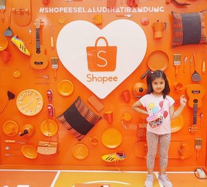 Pink diantara orange 🤣 karena berbeda itu indah #shopeeselaludihatibandung #kidsoninstagram #mingxia #lovelydaughter #clozetteID