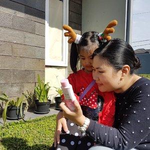 Ga takut lagi main sama #Mingxia dibawah sinar matahari karena selalu menggunakan Biore Body Lotion Glowing Bright yang mengandung anti pollution technology yang ga lengket jadi ga bikin debu dan kotoran menempel dikulit. Wanginya enak dan mampu melindungi kulit dari pengaruh jahat sinar UV matahari, review lengkap ada di blog www.dajourneys.com ya girls 🤗 #CerahTerlindungi #mingxia #kids #baby #babygirl #cutebaby  #cutekids #asianbaby #ClozetteID #instabeauty #indonesiablogger #indonesiabeautyblogger #bloggerBDG #bloggerlife #bloggerbandung #bloggerindonesia #beautyblog #beautyblogger #beautybloggers #beautybloggerbandung #beautybloggerindonesia #bblogger #bbloggers #bbloggerslife #BloggerPerempuan