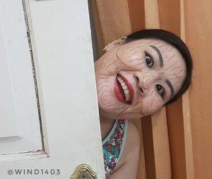 Cilukk baaaaa...... Kalau pas main cilukba yang nongol modelnya begini kira-kira kaget nggak ya? #eblushxnyx #eblushgiveaway #NYXcosmeticsID #bringouttheboo #ClozetteID #instabeauty #indonesiablogger #indonesiabeautyblogger #bloggerBDG #bloggerlife #bloggerbandung #bloggerindonesia #beautyblog #beautyblogger #beautybloggers #beautybloggerbandung #beautybloggerindonesia #indobeautygram #bbloggers #bbloggerslife #BloggerPerempuan #like4like #follow4follow #followforfollow #likeforlike #likeforfollow #TribePost #StarClozetter #ClozetteStar #ggrep