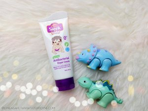 Sleek Baby sekarang punya product baru nih. Product perawatan kulit baby, yang wajib banget untuk kamu punya nih 👶🏻 . Sleek Baby Diaper Cream, cream antibacterial yang mampu melindungi kulit baby mu dari ruam popok . Baca juga review detailnya di link bio atau www.sistersdyne.com . #Clozette #Clozetteid #Beauty #Skincare #Bodycare #Bodytreatment #Diapercream #Antibacterial #baby #SleekBaby #sleekalamimelindungi #kidos #bodycream #protection #flatlays #bokeh #babydinosaur #dasistersblog #instadaily #instabeauty