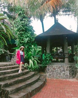 Another #PSBB  Gmn2 tetap semangat ya guys🤗  Jangan lupa tetap ikutin protokol kesehatan dan tetap olahraga di rumah💃  Lets rise and shine💕   #ilovemonday   #GlowliciousMe 🌏www.Glowlicious.Me __🌷🌷🌷__  #jakartabeautyblogger #clozetteid #Bloggerjakarta  #lookbookindonesia #pinkootd #puncakbogor #BloggerIndonesia #skincareenthusiast  #streetstyle#vacationmood #streetclassic #vacationmodeon😎 #instagood #travelawesome #beautycommunity  #ivgbeauty #beautybloggerindo #pinkaddict  #ootdblogger #whatiweartoday #indonesianbeauty