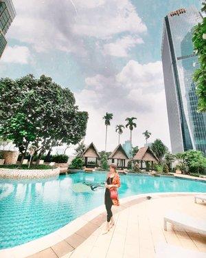 Kangen renang 🏊♂🏊♂🏊♂euy, akibat dibilang gemukan lol Semoga ya yg terbaik, masa 3M yg sekarang menjadi 5M ini bisa kita arungi dengan baikSemangat💃🌿🏊♂🌴 #GlowliciousMe🌏www.Glowlicious.Me__🌷🌷🌷__#ootdindo #GlowliciousMe_Wear #clozetteid #sociollablogger #altheaangels #hotelier #bloggerindonesia #Bloggerjakarta#yourtravelvoice#keluarbentar#dolansebentar#beautybloggerindo #bodytransformation #makeupcommunity #bloggerlife #bloggingcommunity #JAKARTABEAUTYBLOGGER #makeupindonesia #indonesianbeauty #GLOWLICIOUSME