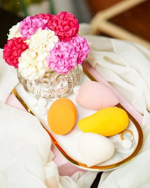 Too cute:)  #Beautysponge @jacquelle_official @altheakorea @realtechniques_id  GlowliciousMe 🌏www.Glowlicious.Me ____🌷🌷🌷____  #beautytools #beautyblender #Altheaangels #althea #realtechniques #ebayfinds #jacquelle#skincarecommunity #texturetuesday #skincareaddict #skincareenthusiast #beautyproduct #skinpalette #beautyblogindonesia #reviewskincare #beautyflatlay #bloggerlife #Bloggercommunity #beautybloggerindo #ivgbeauty #jakartabeautyblogger #clozetteid #startwithsbn #ipreview via @preview.app