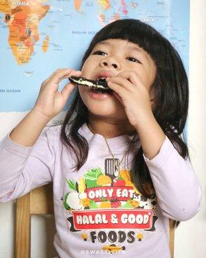 Ya ampunnn nakkk.. bikin ngilerrrrr 😂 Sisain donk untuk Ummi 😭😭😭😭😭😭 . . . @smartmumsid @piacookies.sehangat . . #SMIDxPiaCookiesSehangat #foodphotography #foodstyle #foodoftheday #foodshare #foodstyling #foodgram #foodphotographyandstyling #foodphotographyprops #foodphotographyjakarta #foodshot #foodgasm #foodie #foodporn #foodpicture #foodstagram #instafood  #foodpic #yummy #FoodBlogger #MenuTakjil #takjilpuasa #takjilramadhan #ClozetteID #SmartmumsID