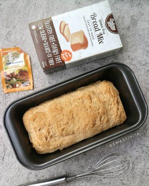 Trial Oven Mito Fantasy untuk pertama kalinya, Kakak Kifta baking Roti Gluten Free @ladanglima.id . . Fyi, sudah ada ragi di dalam kemasan. . . Karena ngadonnya manual (krn si hand mixer ga kuat), hasilnya malah mirip baguette yaaa.. 🤣 . . Note : Postingan ini kode keras untuk bapake 🤪 . . . . #foodphotography #foodstyle #foodoftheday #foodshare #foodstyling #foodgram #foodphotographyandstyling #foodphotographyprops #foodphotographyjakarta #foodshot #foodstagram #instafood  #foodpic #yummy #FoodBlogger #ClozetteID #HomemadeFood #SemuaBisaMasak #HealthyFood