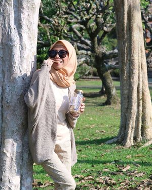 Siapa nih tim bekal kalau pergi pergiii? Tos duluuu.. Kalau ga ngunyah, ga enak yaa.. 😍🖐️Salah satu cemilan yang aku bawa di liburan kemarin adalah Granola Cookiesnya @biteme.project yang kalau sudah dibuka pasti rebutan sama Paksu, belum lagi anak - anak.. 😆1 botol ini harganya Rp 60.000,- sajoo.. Ada juga pilihan cemilan enak lainnya di @biteme.project .. Kuyy kepoin.. 🤤Based on Jakarta Timur.. Btw, siapa yang tau spot ini? 😋#bogor #wisatabogor #cianjur #amazingbogor #photooftheday #eksplorbogor #pesonaindonesia #wisatabogor #wonderfulindonesia #explorebogor  #bestoftheday #discoverindonesia #ClozetteID
