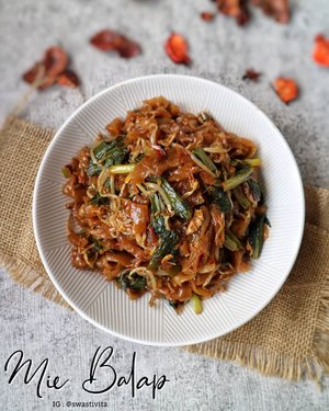 ***Mie Balap***  Masakan yang bakal sering kelen jumpai kalau pergi berlibur ke Medan.. Dari Subuh, warung - warung Mie Balap sudah buka..   Ada 2 pilihan Mie, Kwetiaw & Bihun, ada juga yang dimix.. Kelen suka yang mana???   #MieBalap #kulinerindonesia #khasindonesia #makanannusantara #foodphotography #foodstyle #foodoftheday #foodshare #foodstyling #foodgram #foodphotographyandstyling #foodphotographyprops #foodphotographyjakarta #foodshot #foodgasm #foodie #foodporn #foodpicture #foodstagram #instafood  #foodpic #yummy #FoodBlogger #ClozetteID