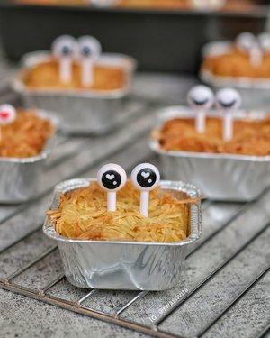 Ada stok Peyeum sekitar 500gr, akhirnya diolah sm #ChefKifta jadi #SchotelPeyeum beberapa waktu yang lalu.. 😍 . Jadi makin happy krn setelah baking masangin dekor bento ke Peyeum yang dimasak.. Jadiii schotelnya ada ekspresinya.. Adek ikutan jugaa..... ikutan nyomot 😆 . . #peyeum #tapai #foodphotography #foodstyle #foodoftheday #foodshare #foodstyling #foodgram #foodphotographyandstyling #foodphotographyprops #foodphotographyjakarta #foodshot #foodstagram #instafood  #foodpic #yummy #FoodBlogger #ClozetteID #SmartMumsID  # 💕