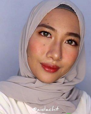 LEBARAN SEBENTAAAR LAGI 💃🏻✨.Ini dia #aidachtutorial untuk makeup lebaran! Makeupnya agak ribet tapi dijamin tahan lama ✨ jadi mekapannya abis shalat ied ya, biar ngga buru-buru juga 😚 di sini aku pakai false lashes tapi kalau kalian lebih nyaman pakai maskara aja ya gapapa banget..Produk yang aku pakai!✅ @eminacosmetics top secret eye brow.✅ @damior_official bamboo face mist.✅ @Maybelline baby skin pore eraser.✅ #maybelline fit me foundation 128.✅ maybelline fit me concealer 20.✅ #etudehouse play 101 contour.✅ @altheakorea petal velvet powder translucent.✅ @etudehouseofficial peach farm palette.✅ @withme_official liquid eyeshadow.✅ @purbasarimakeupid eyeliner.✅ @missha.official 4D mascara.✅ @thehartzid false lashes.✅ @nyxcosmetics_indonesia ombre blush.✅ @gobancosmetics highlighter.✅ @fanbocosmetics satin lipstick 05....#makeupvideos#makeuptutorialindonesia#beautyinfluencer#beautyvideos#beautyvlogger#beautyvloggerindonesia@indobeautygram#indobeautygram#indobeautysquad#indobeautyvlogger#makeupwisuda@beautyvlogger.id@zonamakeup.id@tampilcantik#tampilcantik#zonamakeupid@ragam_kecantikan@inspirasi_cantikmu@wakeupandmakeup@ragam_cantik#ragamcantik@tutorialmakeupkece@tutorialmakeup_id#asiabeautymkup@bunnyneedsmakeup#bunnyneedsmakeup#makeupkondangan#makeuptutorial#tipskecantikan#aidacht #beautiesquad #clozetteid