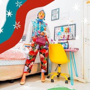 Ootd mau ke dapur 😭😭😭 sedih kalo diceritain mah. Main tabrak motif buat naikin mood. Karena satu-satunya yang kuinginkan adalah berhenti anxious. Anxious banget sampe batuk karena keselek dikit aja aku langsung pengen ke UGD 😰 #whatzunawears #clozetteid...#mixnmatch #clashingprints #clashingpatterns #fashionblogger #hijabfashion #fashionhijab #ootdhijab #hijabstyle #stylemoreshopless #snapmystylesunday #mystylediary #msihijab #mystylingideas