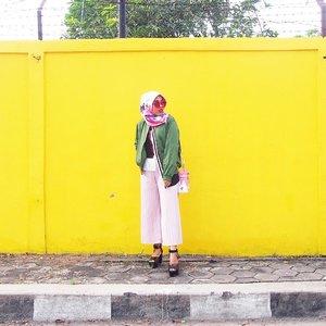 Ummm kalo aku posting sehari satu kali, berarti aku masih punya stok foto untuk setengah bulan ke depan. Oke sip shantay. Ngga perlu bingung stok foto habis dan jadi tetep keliatan aktif di instagram👌🏼😁 #millenialsbelike #lykeambassador....#ootd #ootdmagazine #lookbook #lookbooknu #aboutalook #styleblogger #fashionista #ootdindo #lookoftheday #fashiondiaries #stylexstyle #peopleinframe #fashionlover #instafashion #wiwt #whatiwore #whatiweartoday #fashionblogger #streetstyle #bnw #blacknwhite #blogger #hijab #clozetteid