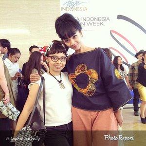 "Thanks my dear :) By @sophie_tobelly ""Pose with @hetinovela at #PIFW#clozetteid @clozetteid #clozettegirl #swanstwenty #localbrand #letswearlocal #plazaindonesia25 #cantikindonesia #modernindonesia #casio #jakartaevent #fashionid #fashionworld #latepost"" via @PhotoRepost_app"